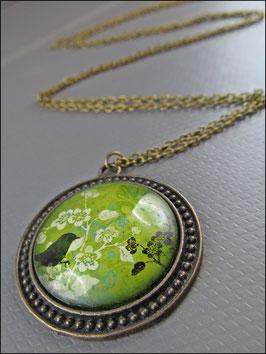 Grafische Romanze in Grün - Kette mit Vogel und Blüten