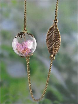 Rosa Wildblumenkette mit Blatt