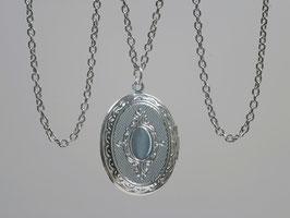 Kleines ovales Medaillon versilbert