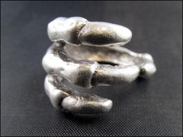 Die Skeletthand, Ring silberfarben