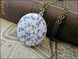 Romantisches Blüten Medaillon mit emailliertem hellblauen Blüten Deckel