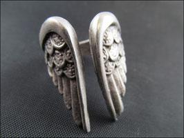 Der Flügel, Ring silber-oder bronzefarben