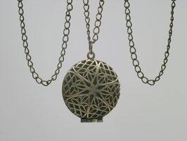 Rundes bronzefarbenes Medaillon mit durchbrochenem Deckel