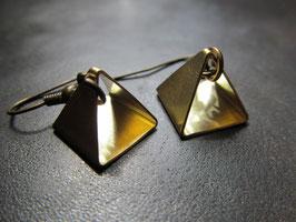 Kleine Pyramiden, bronzene Ohrringe