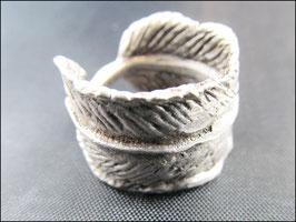 Die Feder mittelgroß, Ring silberfarben