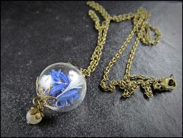 Kornblumenkette mit echten Blütenblättern