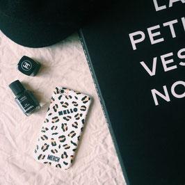 LEO iphone case Mat