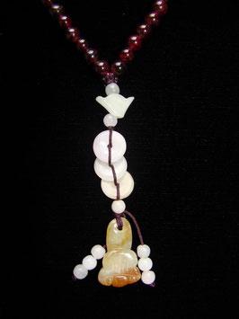 Granatkette mit Glücksanhänger Jade
