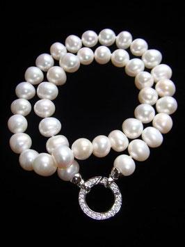 Edle Perlenkette mit schönem Design-Echtsilberanhänger als Verschluß