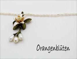 *Orangenblüten-Anhänger mit Perlkette