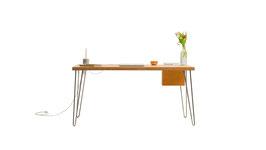 prjcts 1 - Schreibtisch mit Magazunfach und integrierten Steckdosen