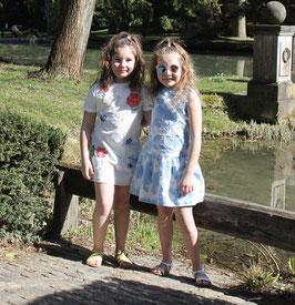 Gingersnaps: Drop Waist Sleeveless Dress with Denim Rose Appliqué - Tiefe Taille, Ärmelloses Kleid mit Denim Applikationen