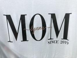 """T-Shirts Unisex """"MOM"""", / """"DAD"""", personalisiert mit Babyname und Geburtsjahr"""