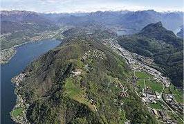 Vendesi un nuova villetta moderna con vista lago a Collina d'Oro