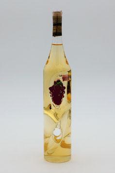 """Weinflasche gedreht mit Qualitätswein """"Furmint"""" und außenliegend mit Weinrebe bestückt"""