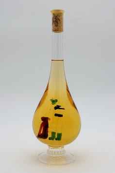 """Weinflasche in Tropfenform mit Qualitätswein """"Furmint""""und 3D-Jagdmotiv im Inneren der Flasche"""