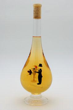 """Weinflasche in Tropfenform mit Qualitätswein """"Furmint"""" und 3D-Brautpaar im Inneren der Flasche"""