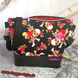 "Handtasche ""Totenköpfe mit roten Rosen"""