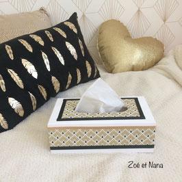 Boite à mouchoirs style scandinave... motifs géométriques dorés et noir... fond blanc
