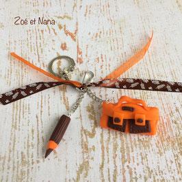 Porte clé cartable & crayon... orange & choco... ref. OCHO