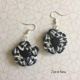 Boucles d'oreilles, fleurs, noir et blanc , geometric