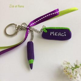 Porte clé Trousse & crayon... violet & vert... (ref. Tour)