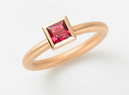 COCKTAILRING 18kt Rotgold mit Turmalin pink RUBELLIT, Princess Cut 5 x 5 mm