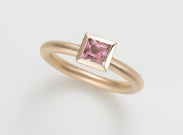 COCKTAILRING 18 kt Rotgold mit Turmalin, rosa, Princess Cut 5 x 5 mm