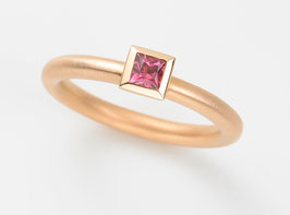 COCKTAILRING 18kt Rotgold mit Turmalin rosa, Princess Cut 3,5 x 3,5 mm