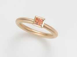 COCKTAILRING 18 kt Rotgold mit Saphir orange, Princess Cut 3,5 x 3,5 mm