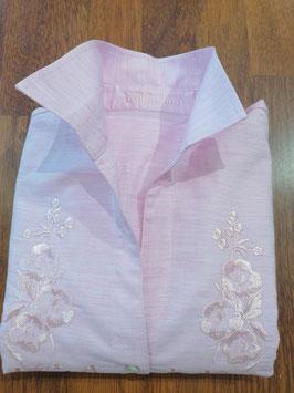 Bluse in rosa mit Stickmotiv