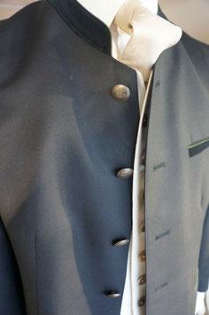 Anzug mit Stehkragen