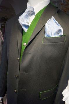Anzug mit Revers