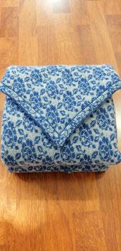 Dreieckstuch aus reiner Schurwolle hellblau-grau