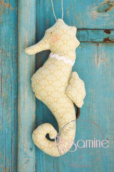 Rosamine Seepferdchen, Muscheln