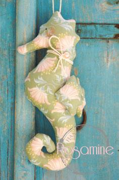 Rosamine Seepferdchen, lilie