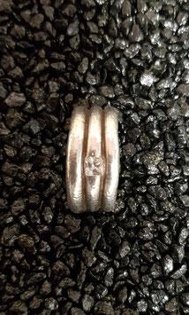 Ring Wurm mit Stein