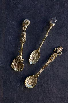 Löffelset mit Ornament in Gold