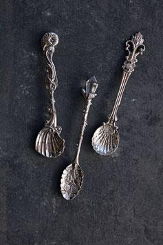 Löffelset mit Ornament in Silber