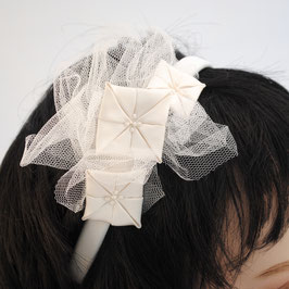 Fascinator Braut - Origamiblüten mit Tüll auf Diadem