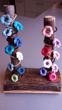 Blume am Zopfgummi - an Glaswachsperle oder Acrylschliffperle - in verschiedenen Farben