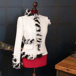 Jacke im Chanel Stil
