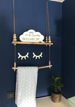 Wandplank met houten kralen