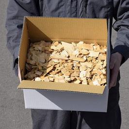 送料無料 ヒバチップ 1倍箱入り 横25㎝×縦15.5㎝×高さ11㎝ 約500g 大小無選別 普通便