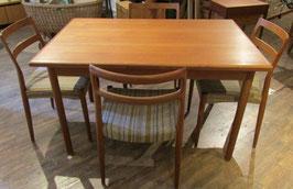 Tisch Dänemark mit vier Stühlen