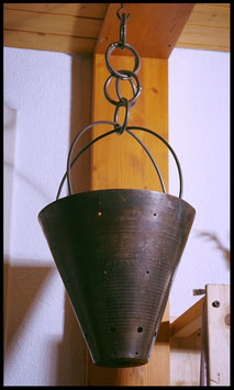 C1018 - Blumentopf Eisen massiv 4.0 hängend m. Kette - UNIKAT!