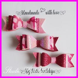 Drie kleine haarstrikken roze legerprint, glitter roze en licht roze lak kunstleer