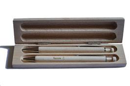 Ein Kugelschreiber und ein Druckbleistift aus Ahorn inkl. Etui Art.Nr.205