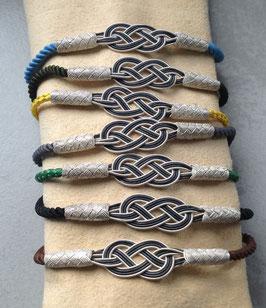 Silber INFINITy Armband an bunter Seidenkordel, zweifarbiger Knoten