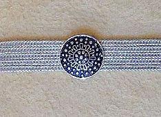 Silber Armband schmal, runde stilisierte Blütenknöpfe Agraffen, verdeckter Verschluss